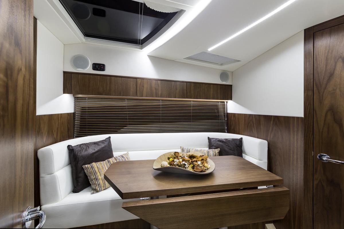 GALEON 335 HTS intérieur salon