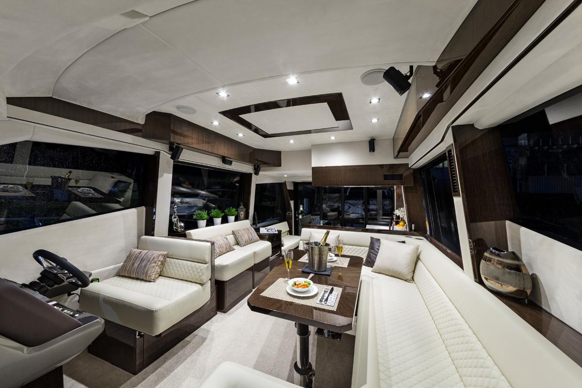 Galeon 500 FLY cockpit salon