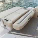Regal 33 Express banquete convertible bain de soleil