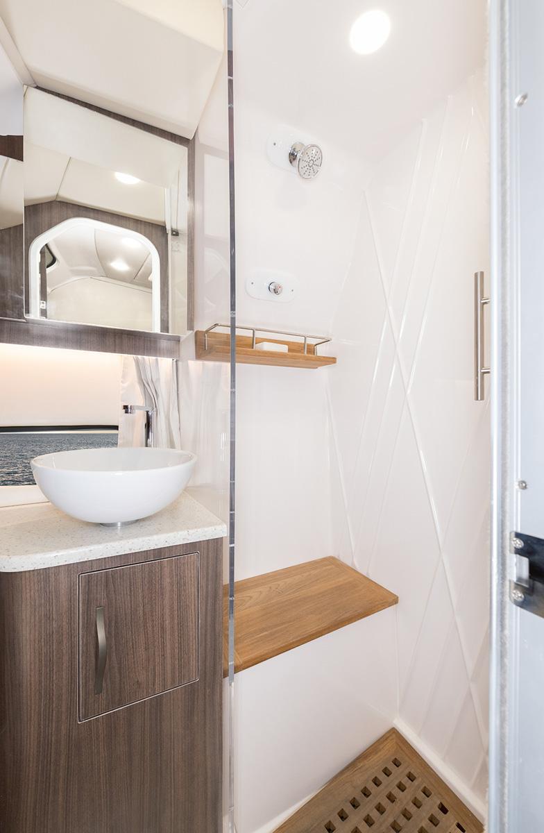Regal 33 SAV salle d'eau