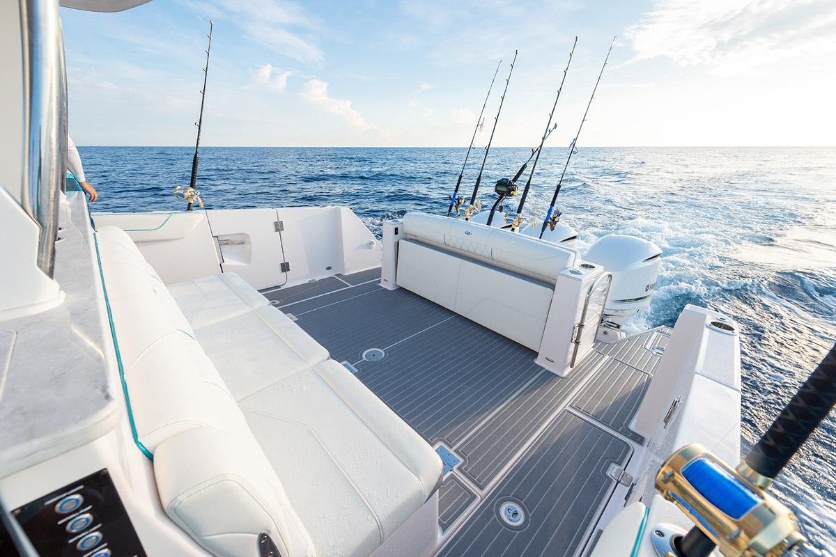 Regal 38 SAV cockpit pêche