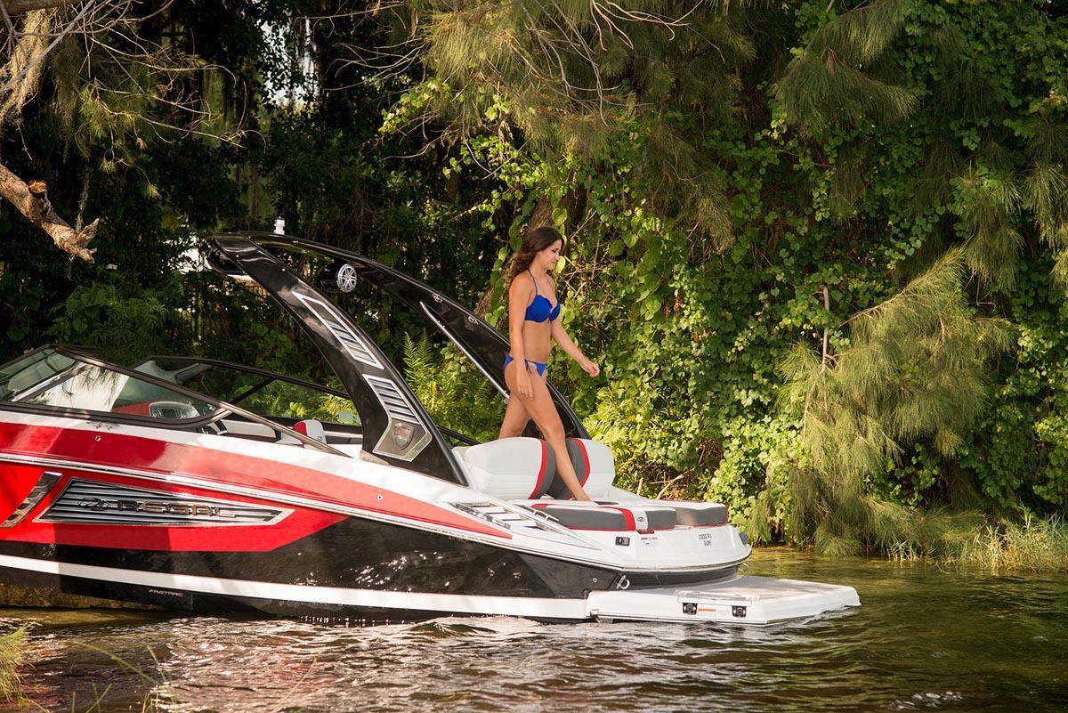 Regal 2300 RX SURF passage arrière