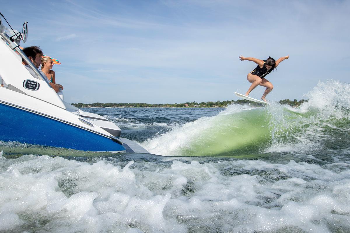 Regal LS6 SURF sillon