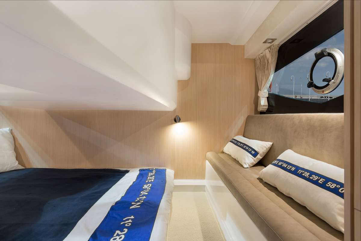 Galeon 305 HTS cabine transversale