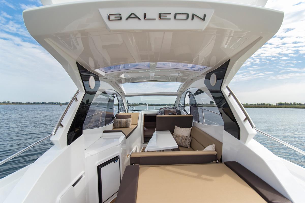 Galeon 305 HTS cockpit