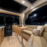 Galeon 370 HTC salon cockpit