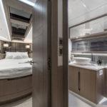Galeon 430 HTC cabine pointe et salle d'eau