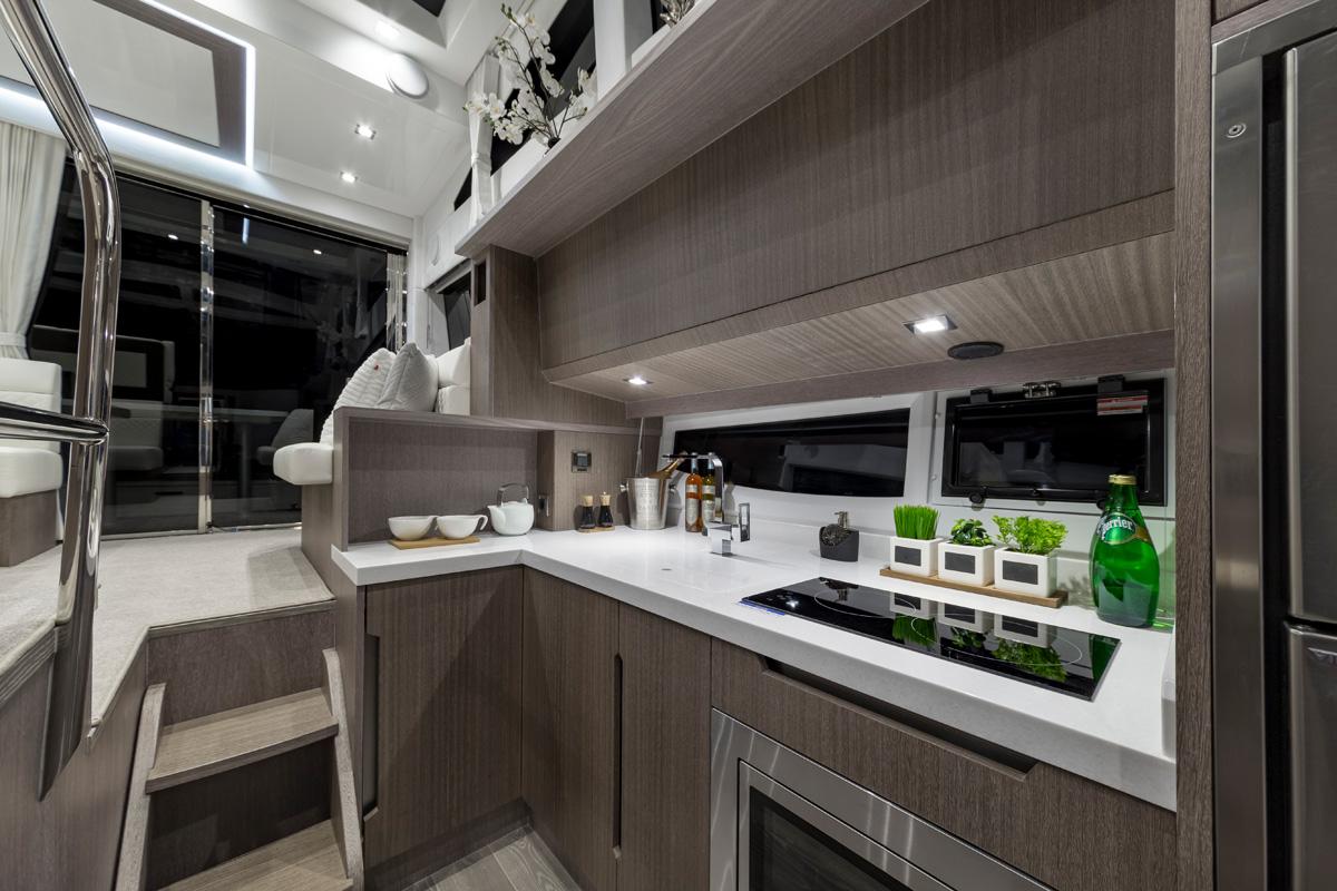 Galeon 430 HTC cuisine