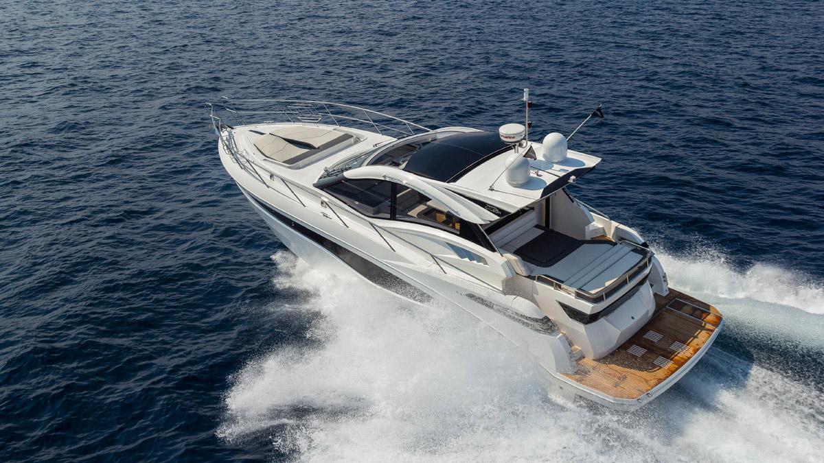 Galeon 485 HTS grand bain de soleil convertible