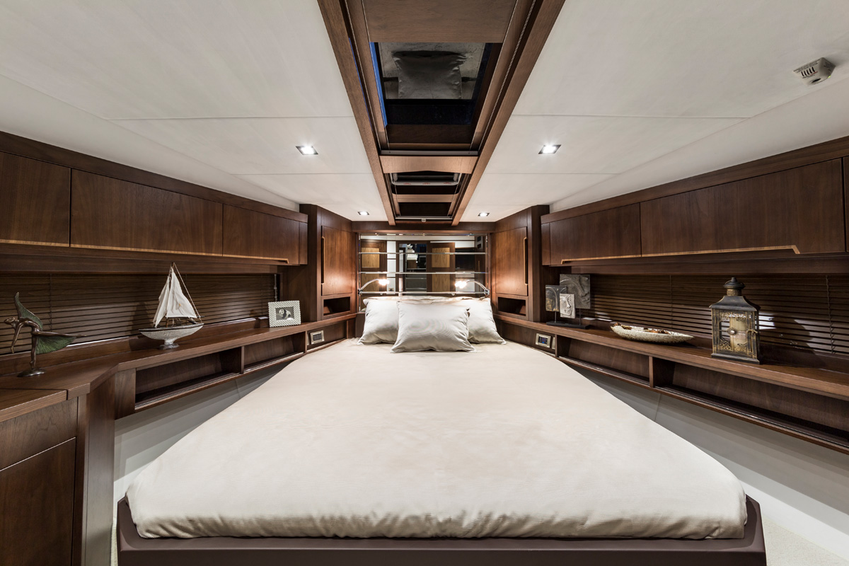 Galeon 560 SKYDECK cabine pointe