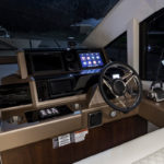 Galeon 560 SKYDECK poste pilotage cockpit