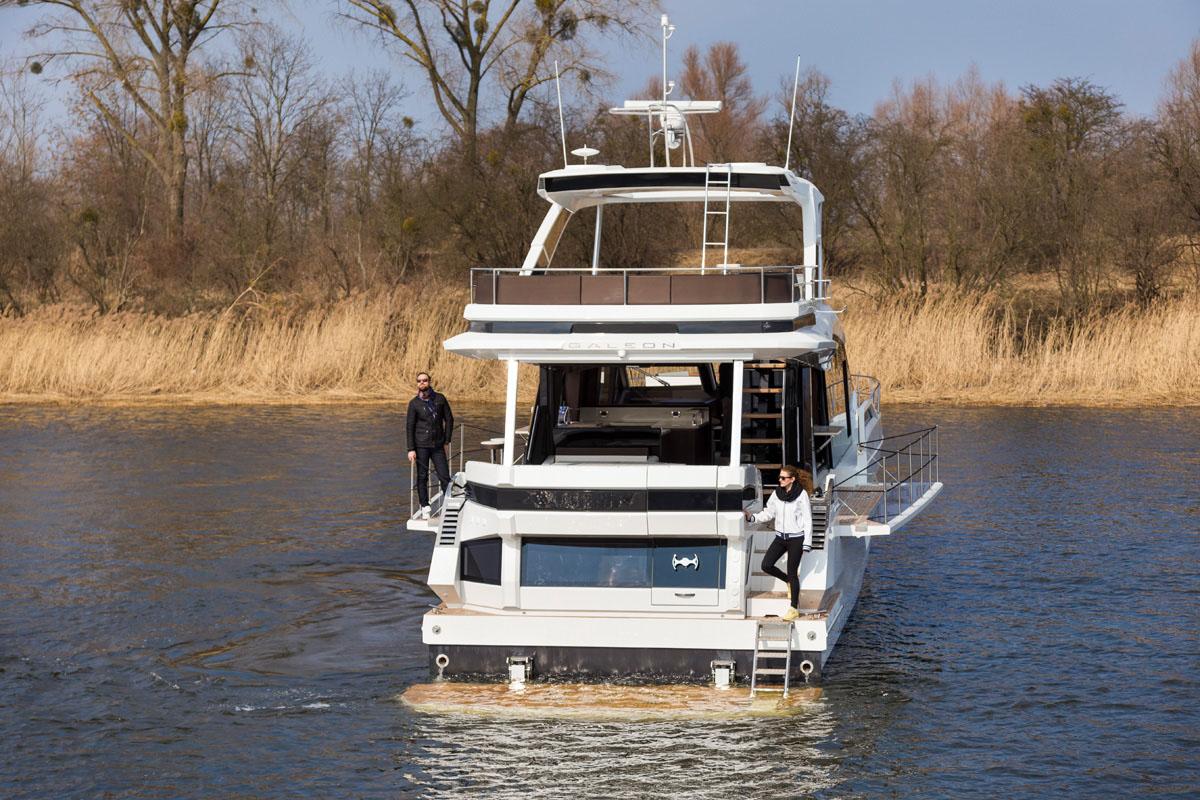 Galeon 640 FLY plateforme hydraulique