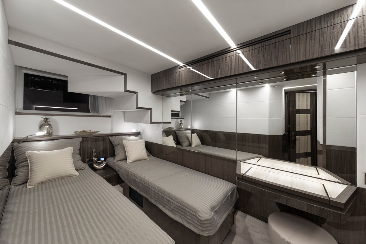 Galeon 650 SKYDECK cabine double