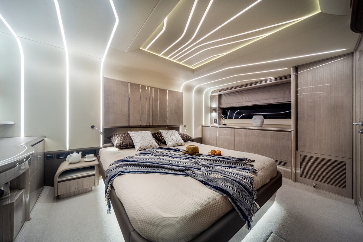 Galeon 700 SKYDECK cabine transversale