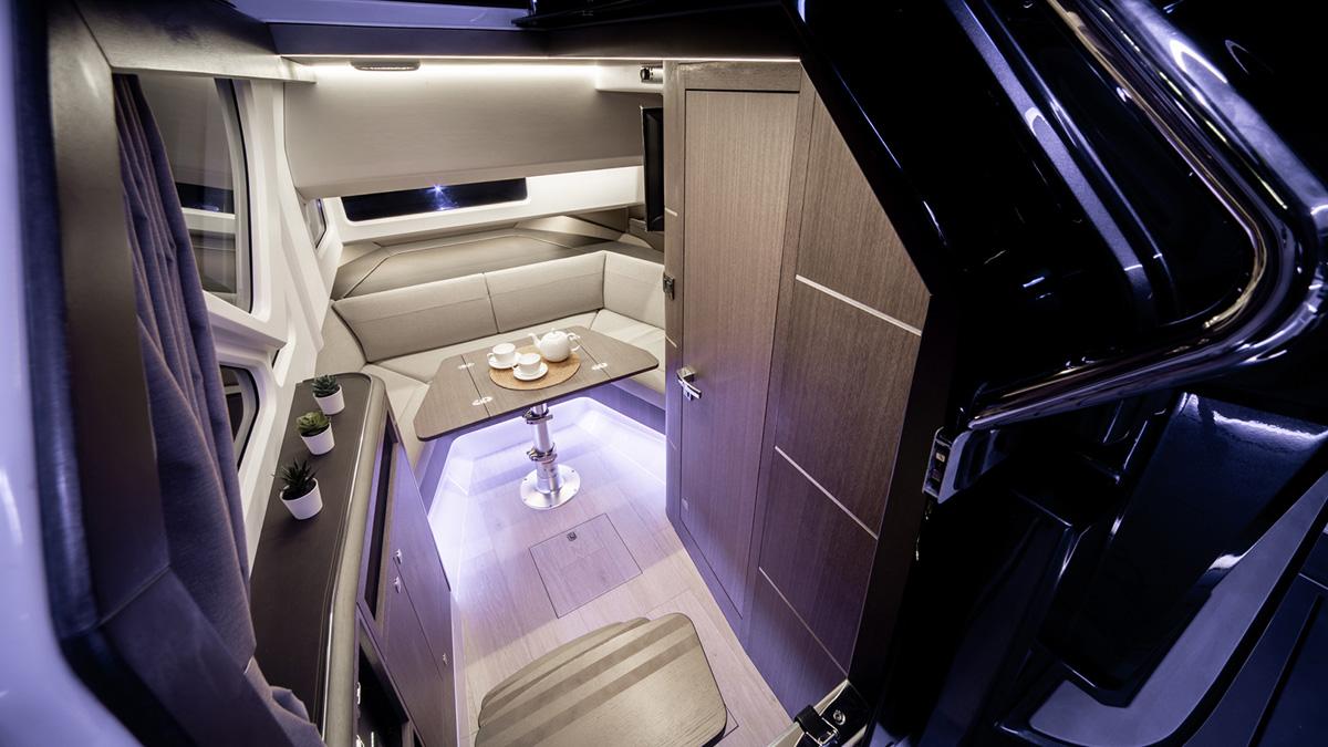 Galeon 325 GTO accès cabine