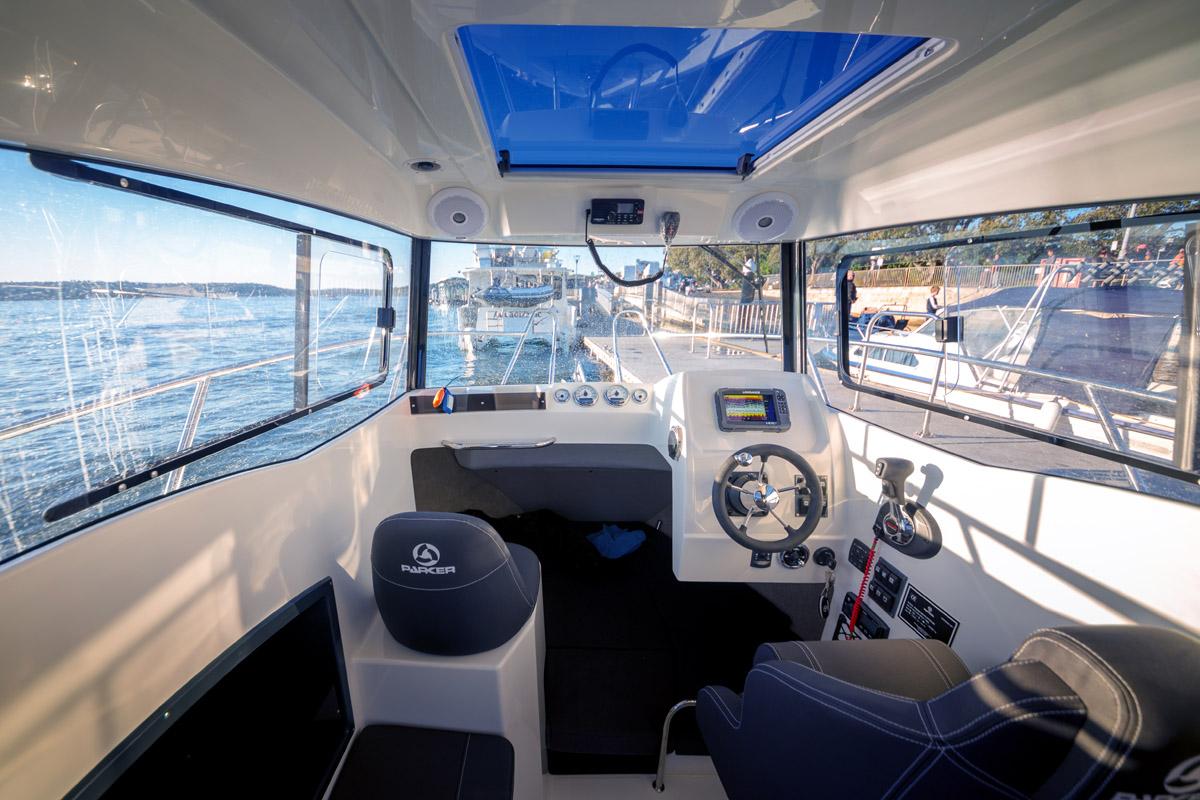 Parker 660 Pilot House cockpit ouvert sur cabine