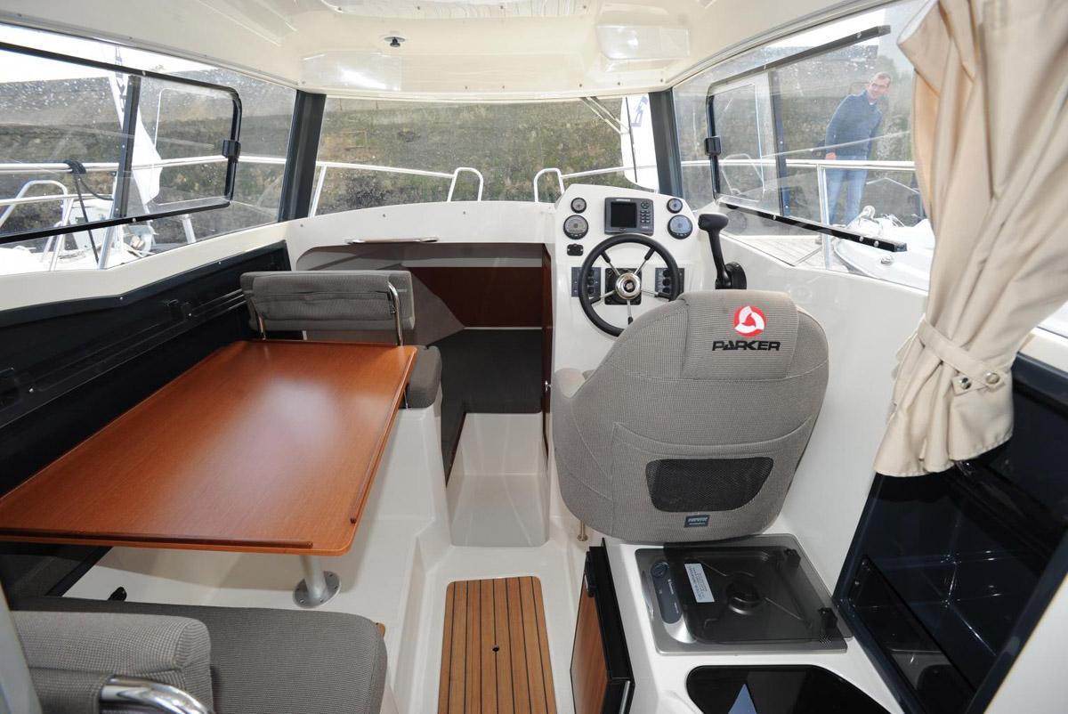 Parker 660 Weekend cockpit