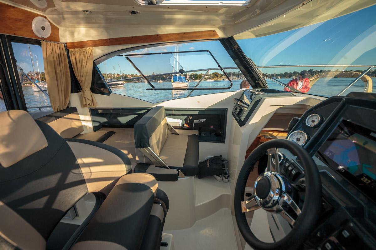Parker 750 Cabin Cruiser banquette convertible