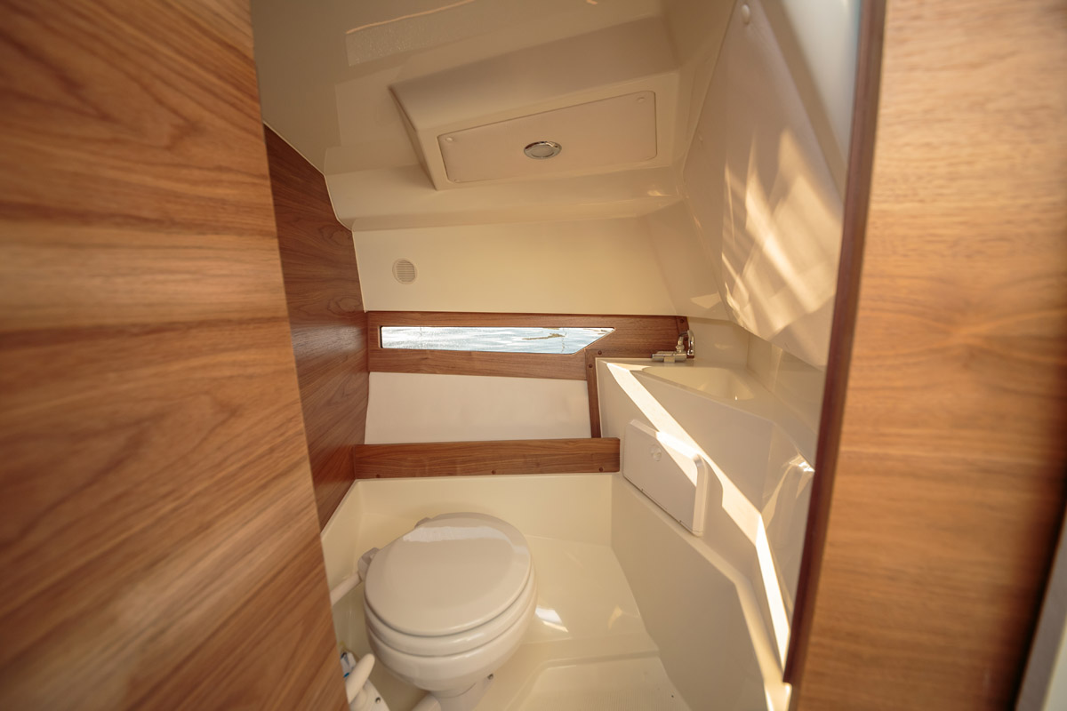 Parker 750 Cabin Cruiser toilettes