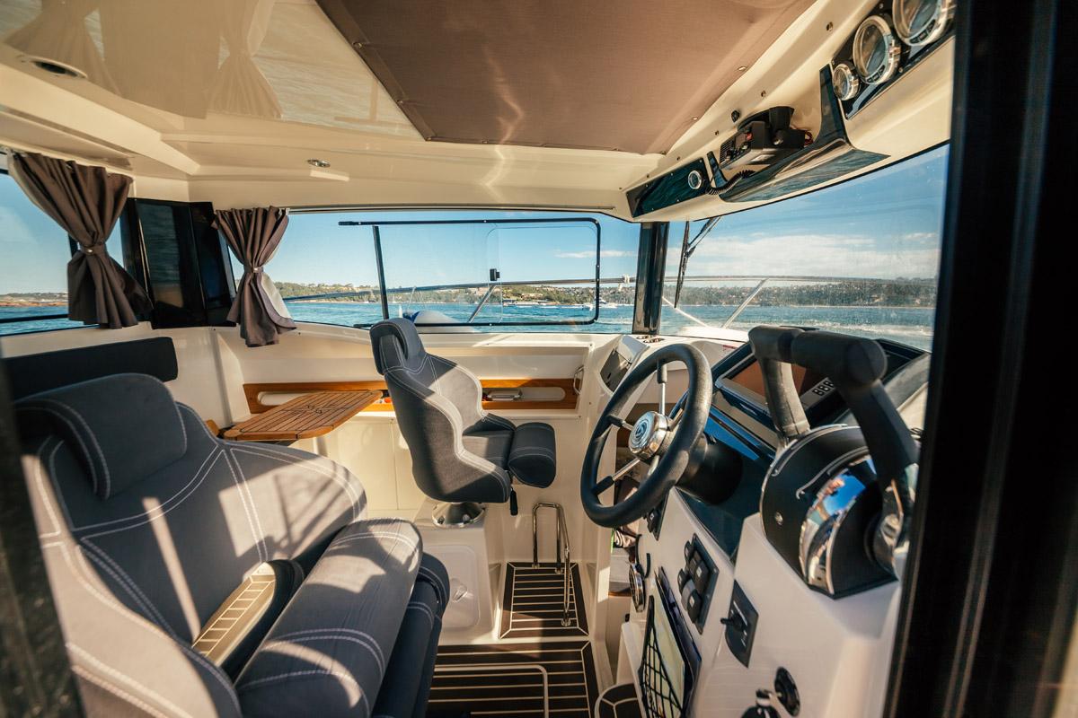 Parker 800 Pilot House cabine